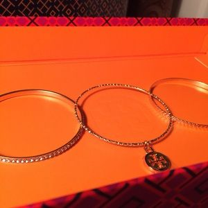 🎁TORY BURCH CHARM W/ 3 GOLD BANGLE BRACELETS 🎁